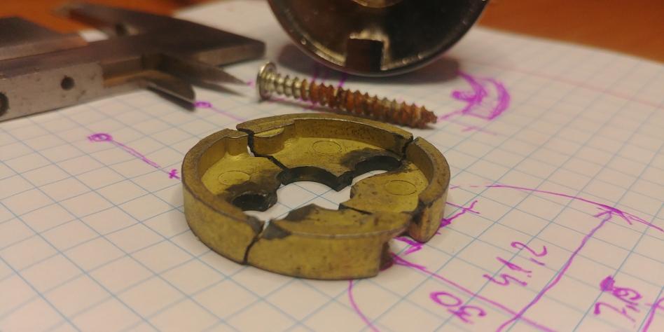 Naprawa wieszaka do papieru z wykorzystaniem drukarki 3D - PRZED